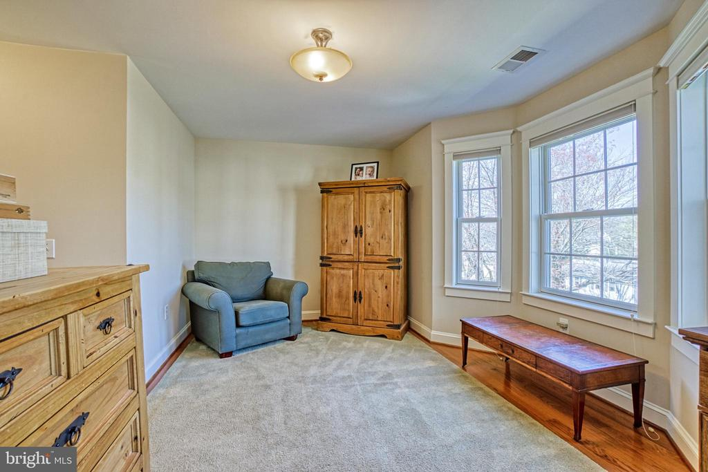 Master suite sitting area - 6519 ELMHIRST DR, FALLS CHURCH
