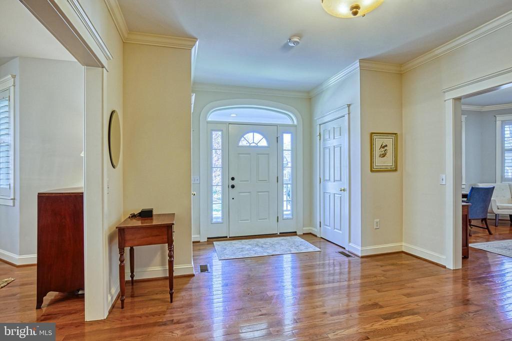 Foyer. 2 coat closets. - 6519 ELMHIRST DR, FALLS CHURCH