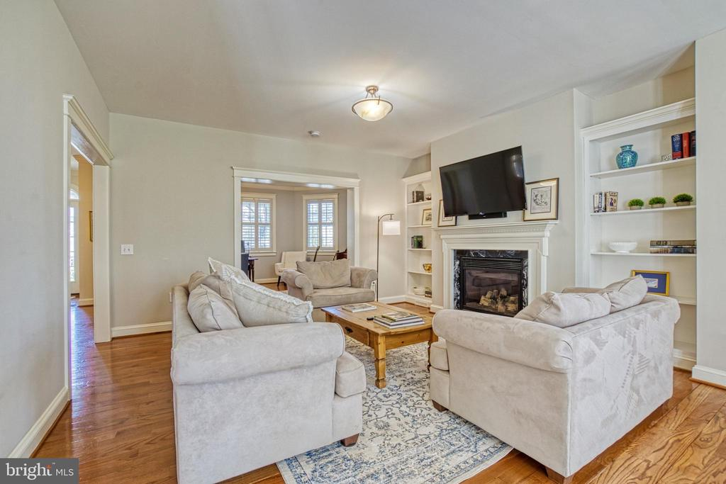 Family room with gas fireplace and built-ins - 6519 ELMHIRST DR, FALLS CHURCH