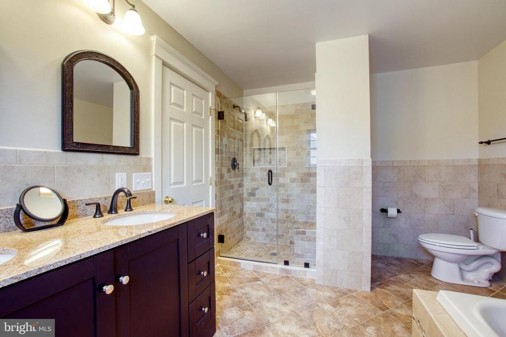 Heavy glass-enclosed shower. - 6519 ELMHIRST DR, FALLS CHURCH