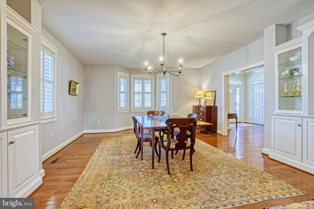 Dining room with bay window & plantation shutters - 6519 ELMHIRST DR, FALLS CHURCH