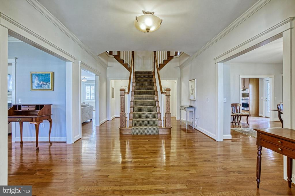 Split staircase. Hardwoods throughout Main level. - 6519 ELMHIRST DR, FALLS CHURCH