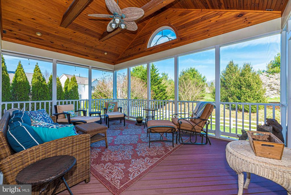 Screened-in Porch - 7 FARMSTEAD PL, MIDDLETOWN