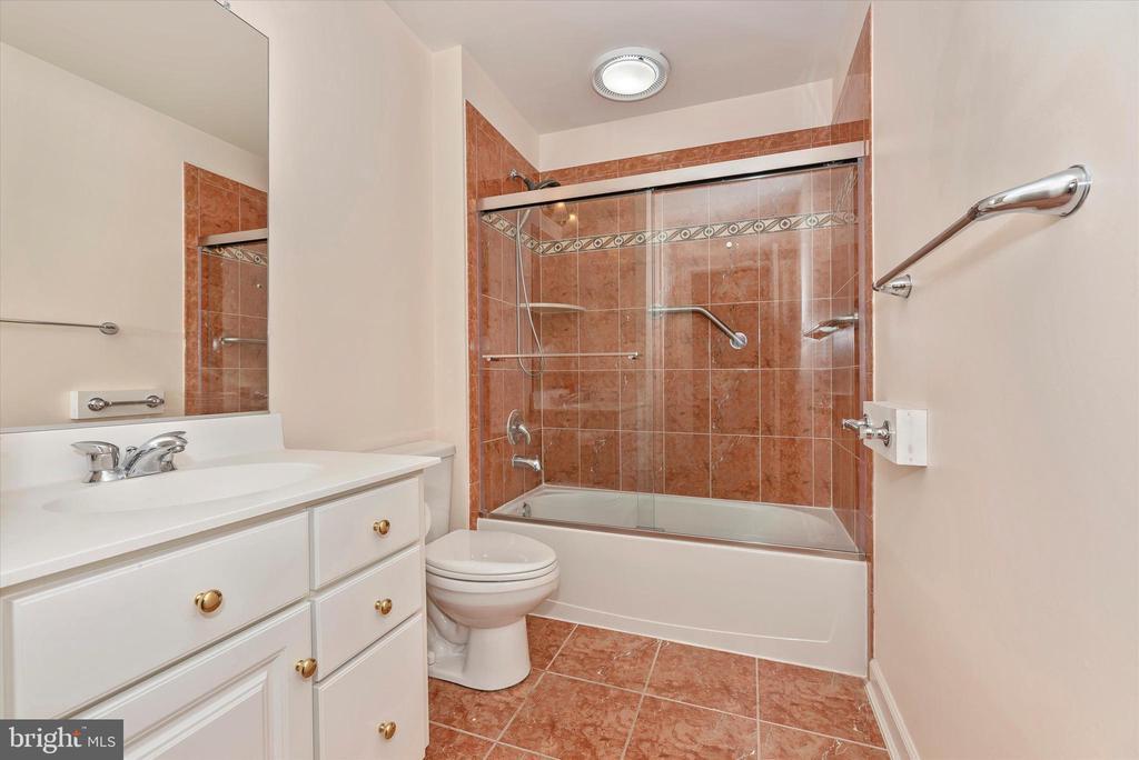 Bathroom-Lower Level - 7 FARMSTEAD PL, MIDDLETOWN