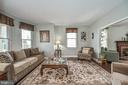 Large living room with lots of light! - 9326 MAINSAIL DR, BURKE