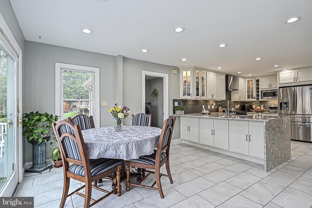 Breakfast room with tile flooring - 9326 MAINSAIL DR, BURKE