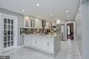 Beautifully updated kitchen. No expense was spared - 9326 MAINSAIL DR, BURKE