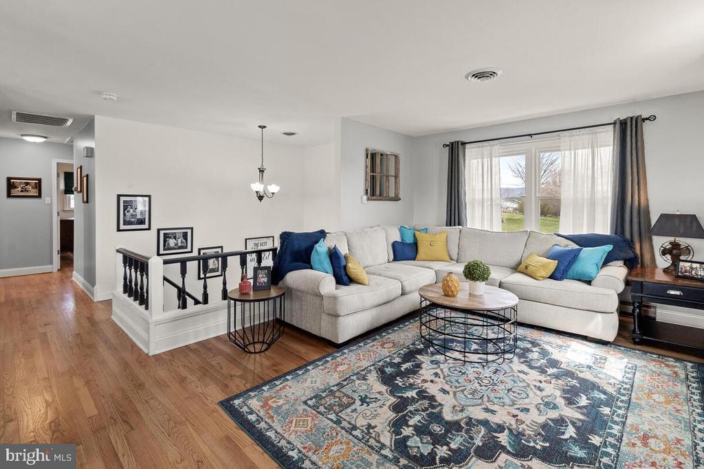 Living Room - 7504 PICNIC WOODS RD, MIDDLETOWN