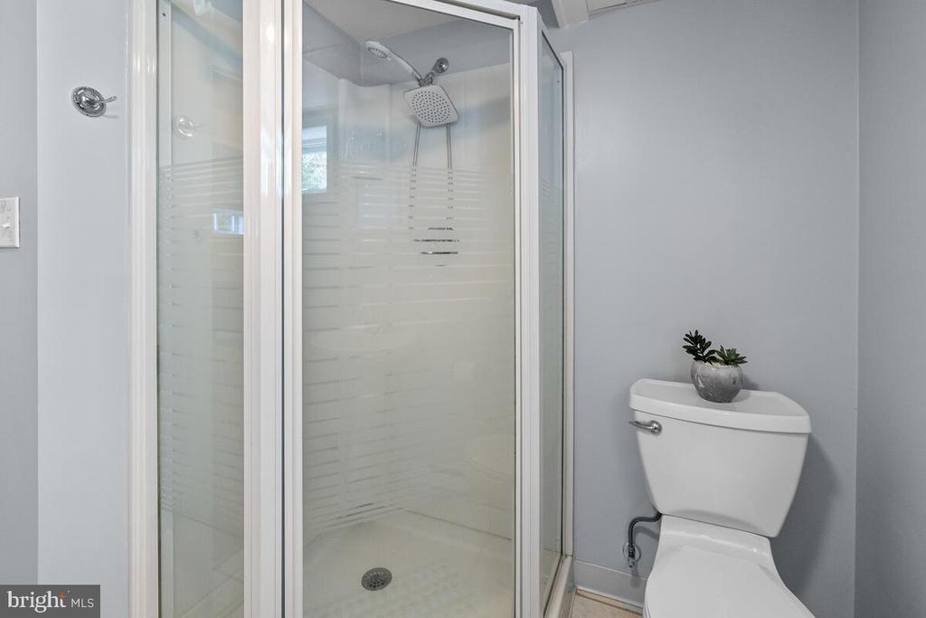 Full Bathroom #2 - 7504 PICNIC WOODS RD, MIDDLETOWN