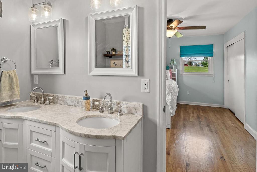 Full Bathroom - 7504 PICNIC WOODS RD, MIDDLETOWN