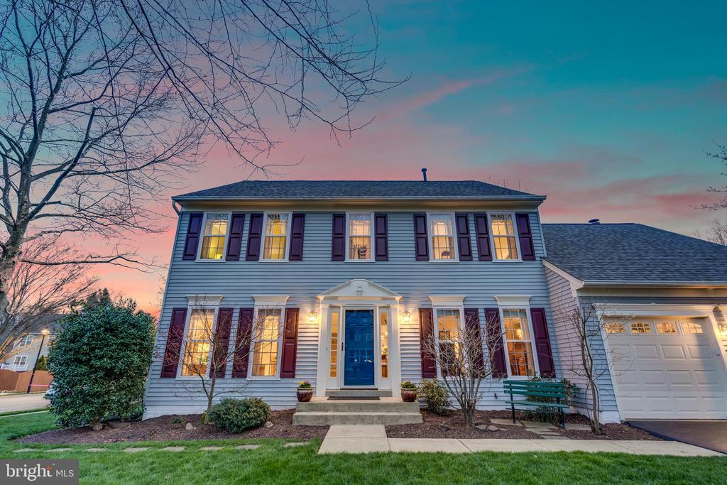 Gorgeous 4 Bedroom Home - 311 ASHTON DR SW, LEESBURG