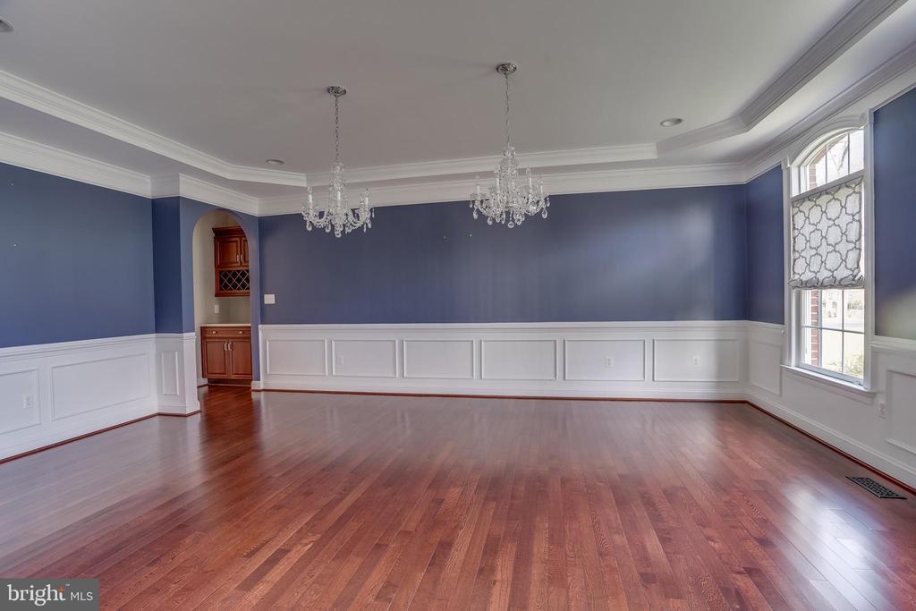 Grand  & Elegant Dinning Room - 22441 BEAVERDAM DR, ASHBURN