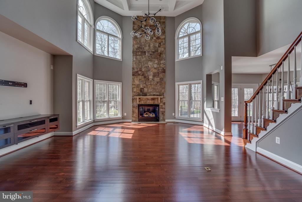 Family Room Everyone Can Enjoy - 22441 BEAVERDAM DR, ASHBURN