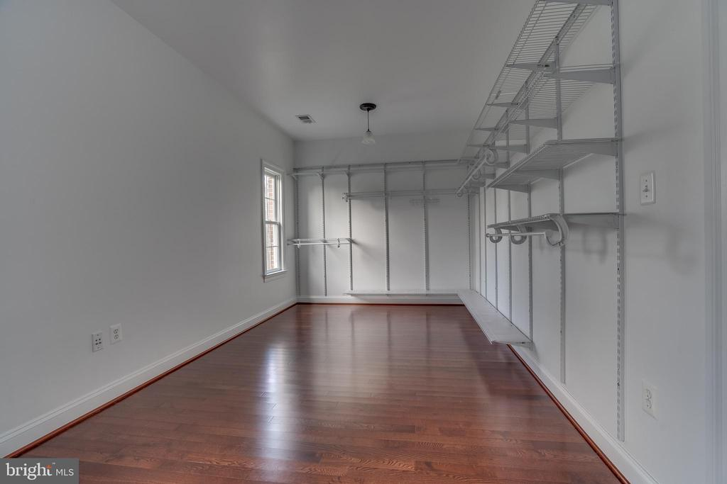 Huge Master Bedroom Closet - 22441 BEAVERDAM DR, ASHBURN