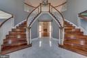 Dual staircase - 22441 BEAVERDAM DR, ASHBURN