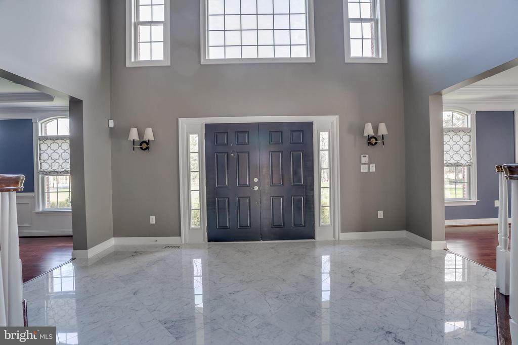 Grand Welcoming Foyer - 22441 BEAVERDAM DR, ASHBURN