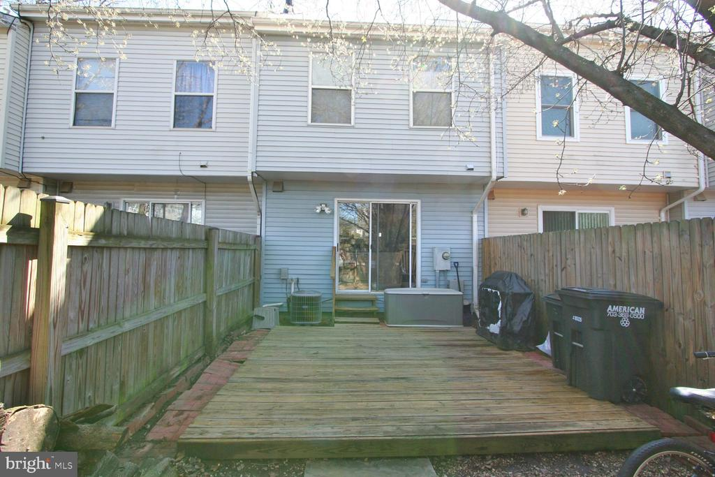 Deck and fenced in backyard. - 13970 BIG YANKEE LN, CENTREVILLE