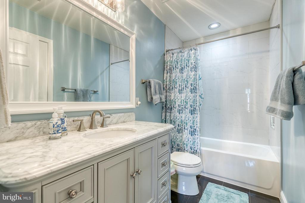 Updated full bath upstairs - 3 LEGAL CT, STAFFORD