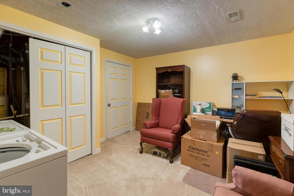 office space or hobby room - 3 LEGAL CT, STAFFORD