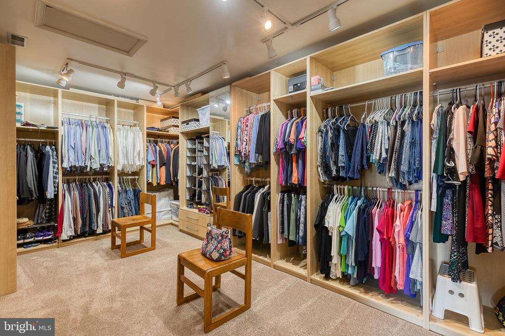 The closet you've been dreaming of - 3 LEGAL CT, STAFFORD