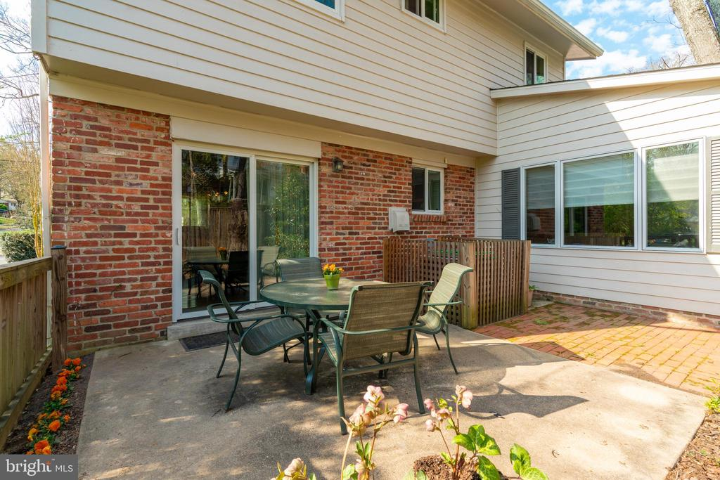Perfect for Grilling or AlFresco Dining - 8800 TRAFALGAR CT, SPRINGFIELD