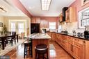 Stunning updated kitchen! - 20693 LONGBANK CT, STERLING