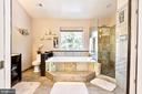 Large (2 person) soaker tub, frameless shower - 20693 LONGBANK CT, STERLING