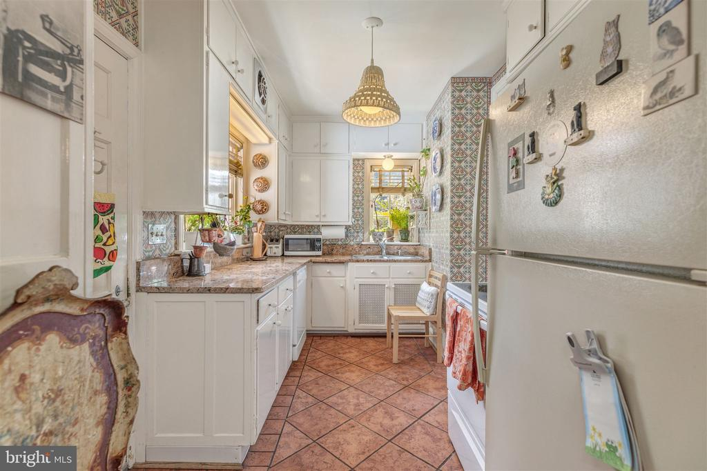 Bright Kitchen - 3835 MACOMB ST NW, WASHINGTON