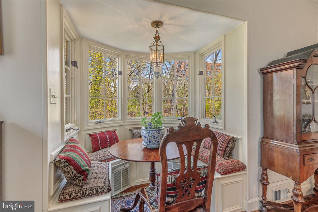 Seating area overlooking garden - 3835 MACOMB ST NW, WASHINGTON