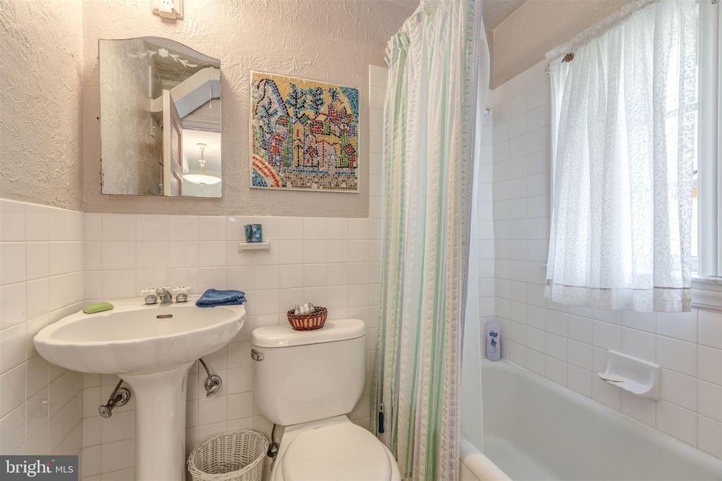 Bathroom - 3835 MACOMB ST NW, WASHINGTON