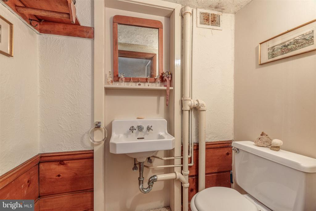 Powder Room - 3835 MACOMB ST NW, WASHINGTON