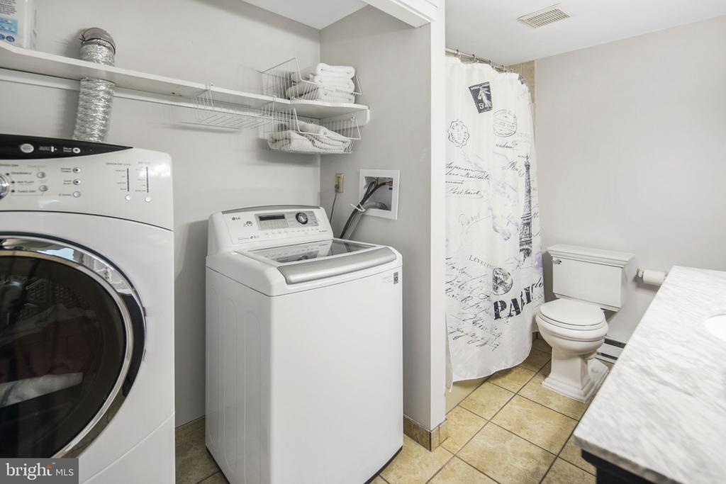 Full bath off both lower level bedrooms - 15 SUNNY WAY, THURMONT
