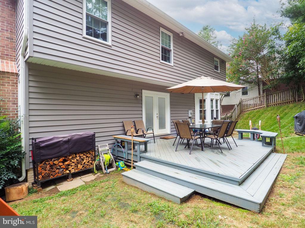 Deck in backyard - 16078 DEER PARK DR, DUMFRIES
