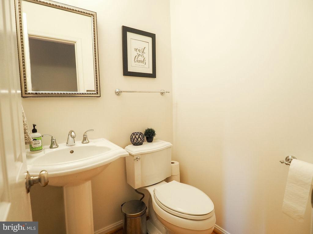 Half bath main level - 16078 DEER PARK DR, DUMFRIES