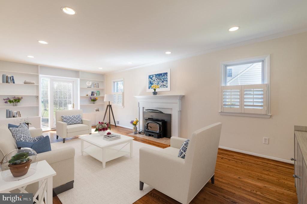 Living Rm w/fireplace (Virtual Staging) - 8522 CYRUS PL, ALEXANDRIA