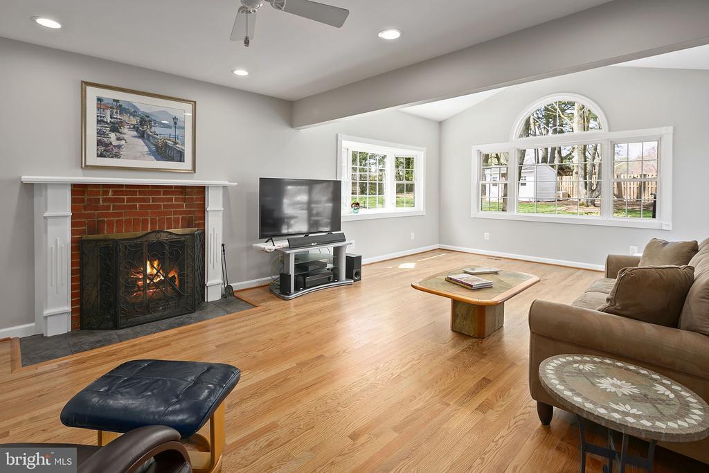 Enjoy the cozy fire - 9611 GLENARM CT, BURKE