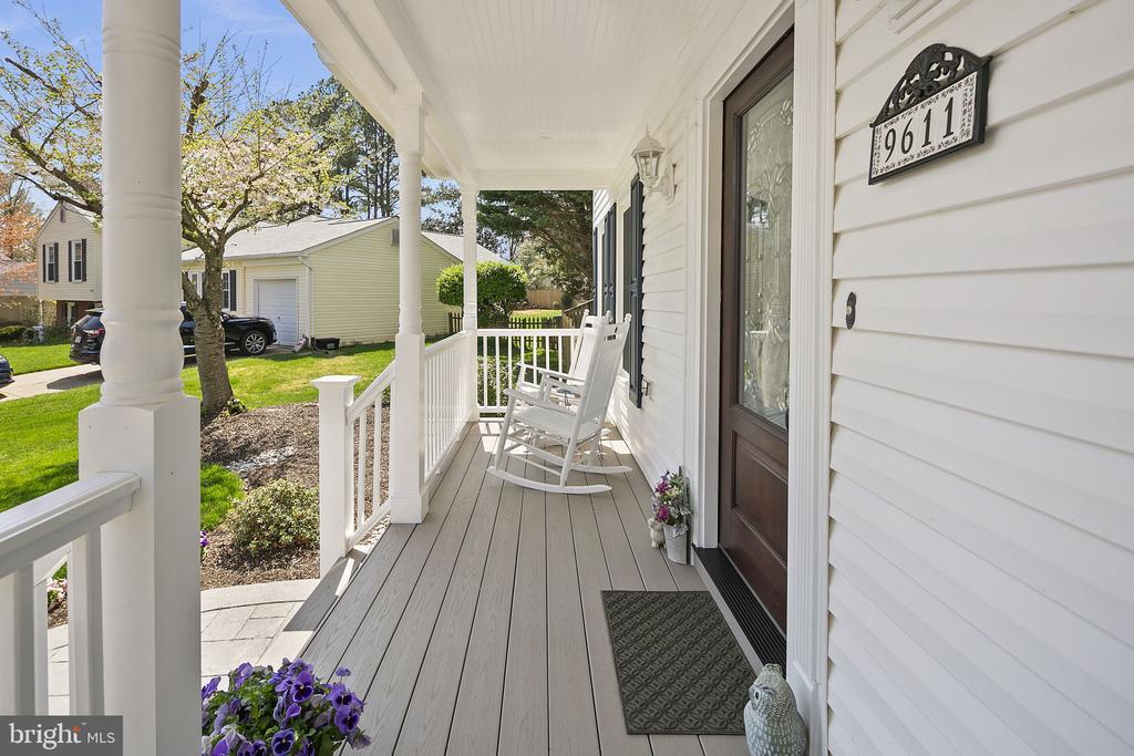 Enjoy lemonade on your front porch - 9611 GLENARM CT, BURKE