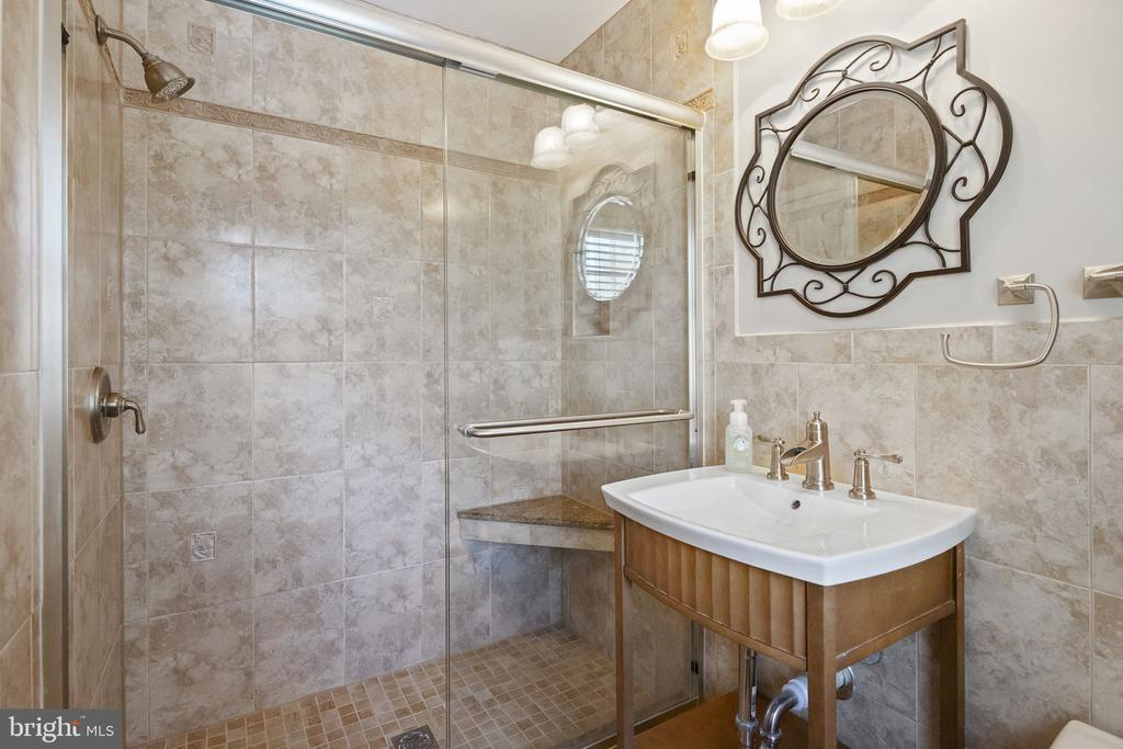 Primary bedroom suite bathroom with shower - 9611 GLENARM CT, BURKE