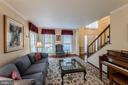 Living room - 5207 BRAYWOOD DR, CENTREVILLE