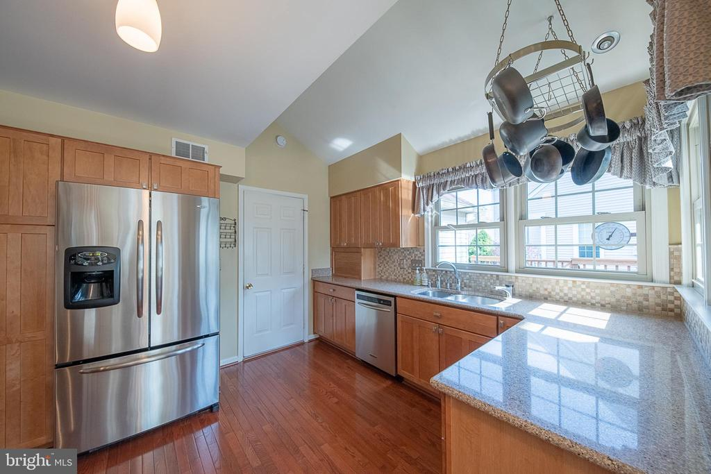 Stainless steel appliances - 5207 BRAYWOOD DR, CENTREVILLE