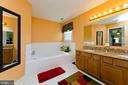 Large soaker tub - 35951 ASHBY FARM CIR, HILLSBORO
