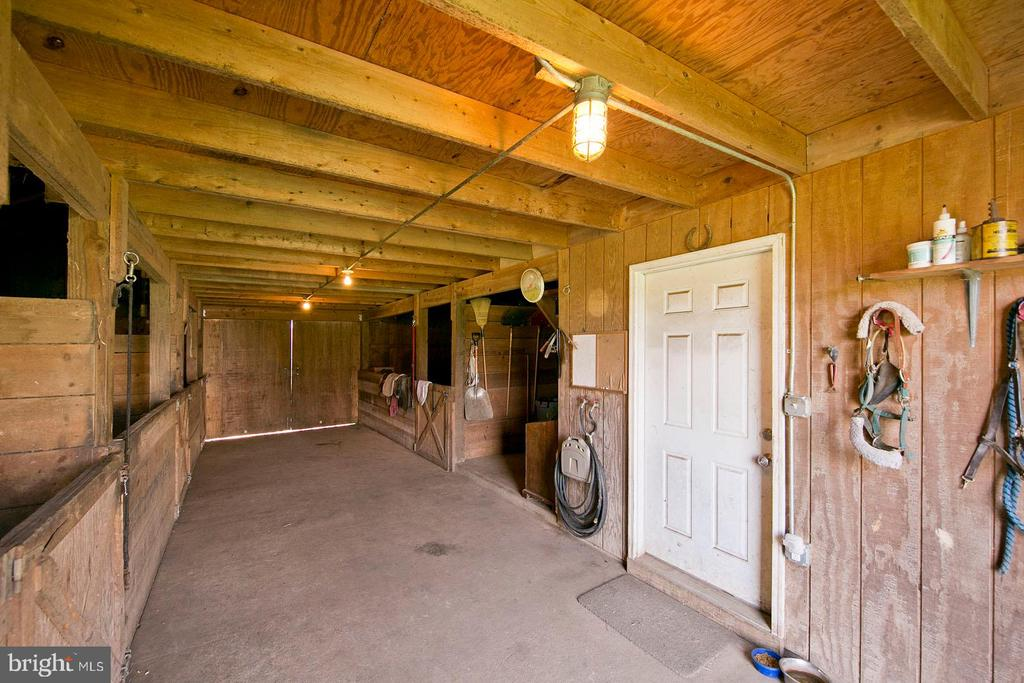 Tack room - 35951 ASHBY FARM CIR, HILLSBORO