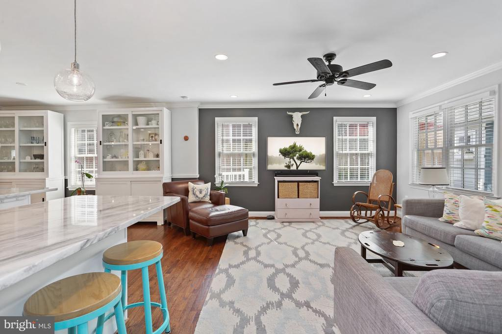 Sun-drenched Family Room - 1500 N KENILWORTH ST, ARLINGTON
