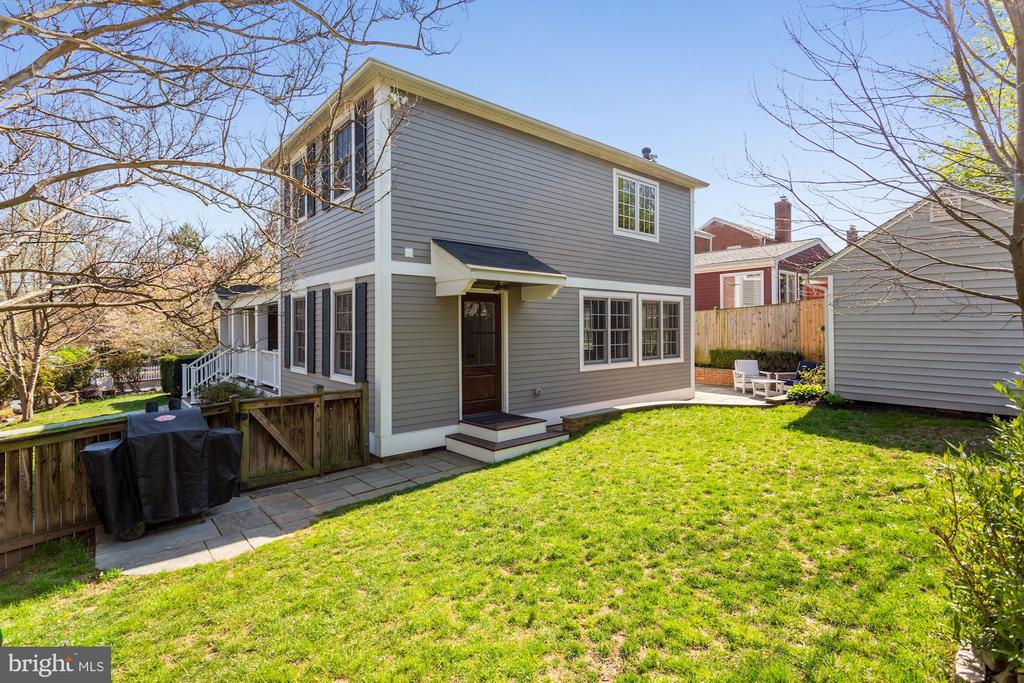 Nicely Sized, Fully Fenced-in Yard - 1500 N KENILWORTH ST, ARLINGTON