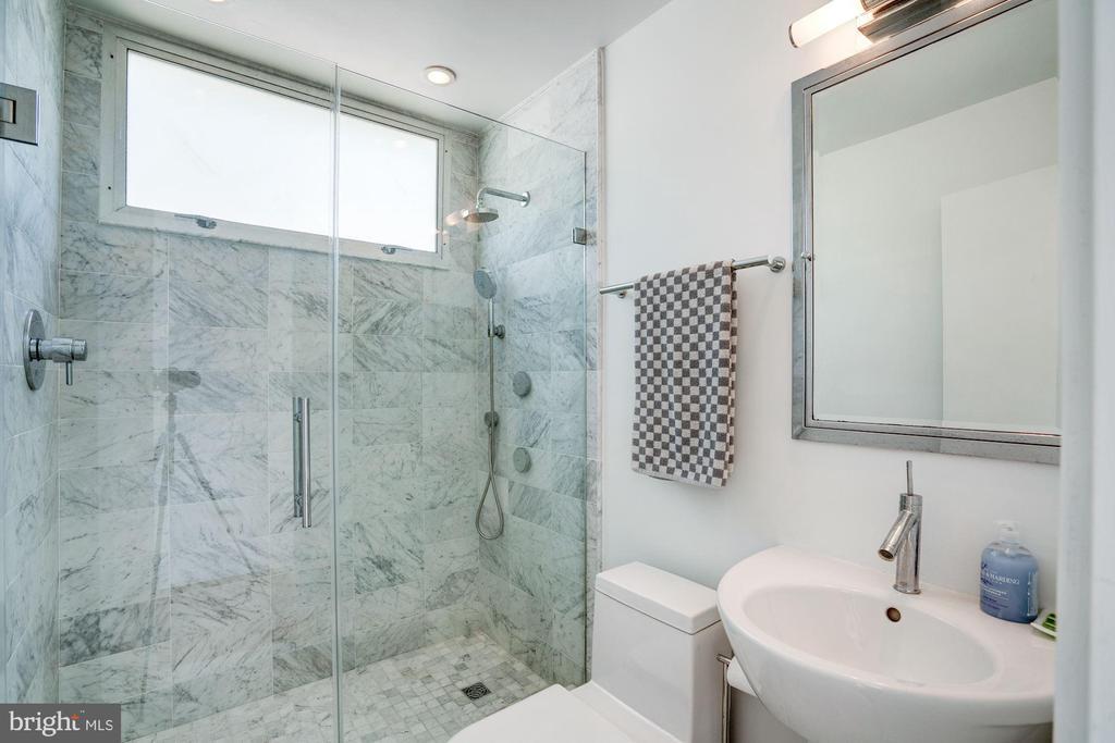 Full Bath - 3206 ROWLAND PL NW, WASHINGTON