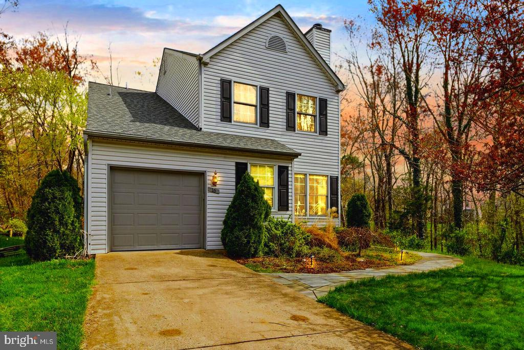 Evening Delightful Welcome Home - 16 MCPHERSON CIR, STERLING