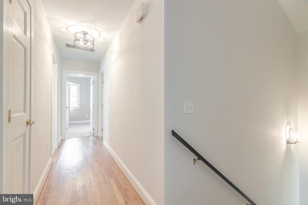 Upper Level Hall - 31 E LINDEN ST, ALEXANDRIA