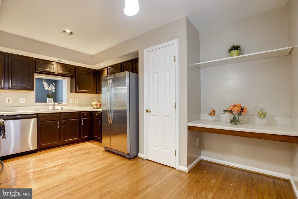 Kitchen w/ Pantry & Desk Space - 6514 SHARPS DR, CENTREVILLE