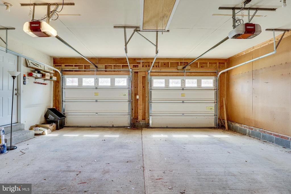 Two Car Garage - 9600 GLENARM CT, BURKE