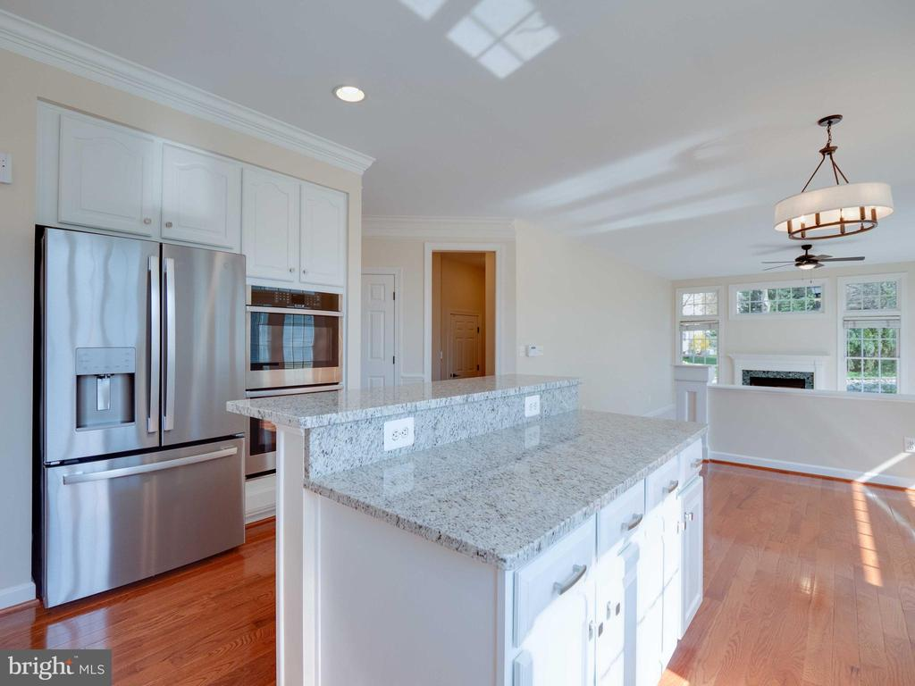 Light and bright and open to the family room - 20443 STONE SKIP WAY, STERLING